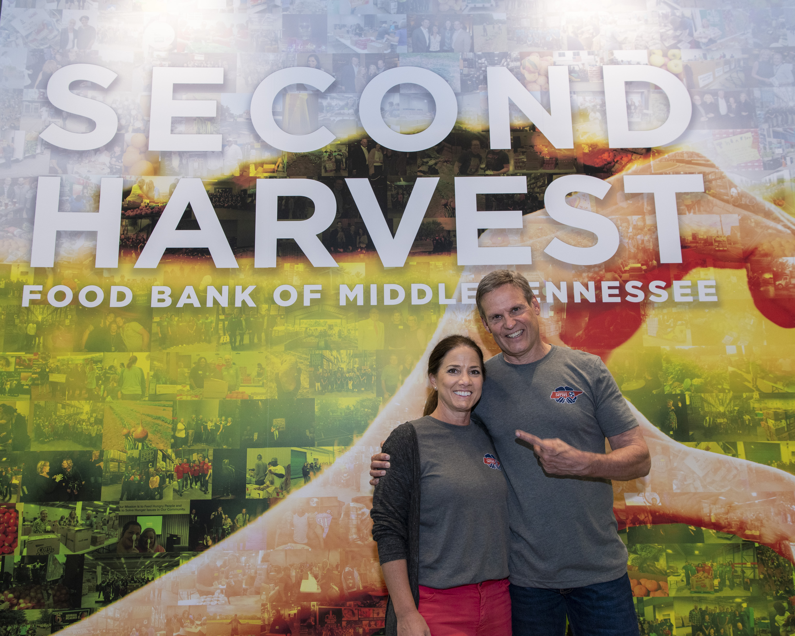 First Lady and Governor Lee at the launch of Tennessee Serves making senior nutrition boxes at Second Harvest